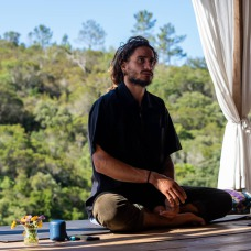 Janna van Duijkeren; ocean and yoga retreat; yoga and surf holiday in Portugal; take a yoga holiday in Europe; connect with yourself in Portugal; yoga course and surf course; relax holiday with yoga; holiday package to relax