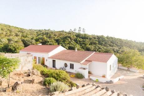 yoga retreat in nature; yoga holiday on an organic farm; yoga and healthy eating; yoga and meditation Portugal; yoga and somatic movement workshops; conscious cooking workshop Aljezur; yoga nidra relaxation Algarve; sound journey Portugal; sharing circle